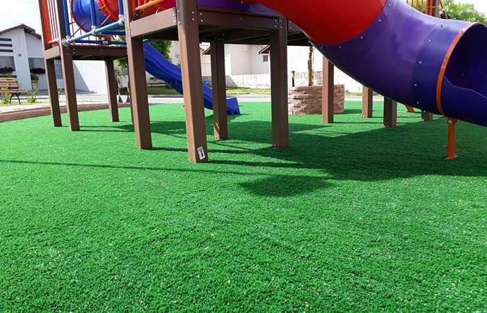 A grama sintética e sua versatilidade em ambientes
